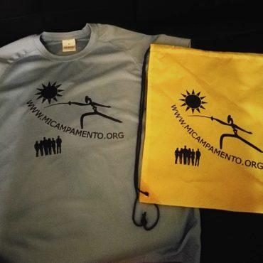 Nuestra camiseta y mochila para el Campamento